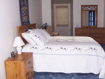 Ludwig's Trailside Bed and Breakfast bedroom
