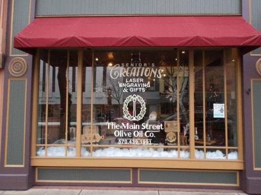 Senior's Creations & The Main Street Olive Oil Co. store front